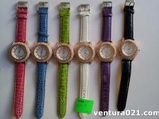 Часы женские со стразами и цветным ремешком