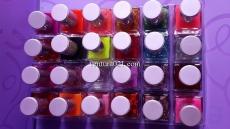 Лак для ногтей в квадратной бутылочке