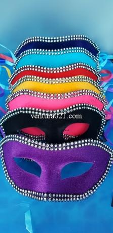 Маска карнавальная бархатным напылением
