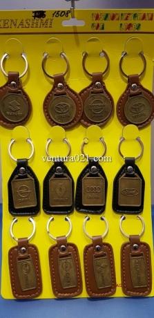 Брелок для ключей из кожзама с маркой авто из металла (ассорти)